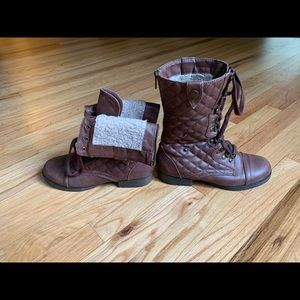 Versatile quilted Brown boots